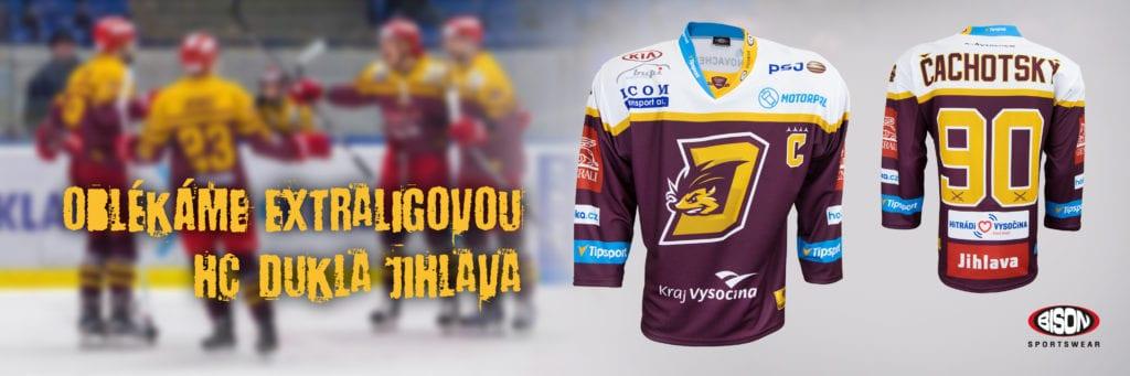 HC Dukla Jihlava v dresech Bison Sportswear.