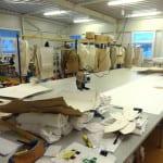 Střihací dílna výrobce dresů a sportovního oblečení Bison Sportswear.
