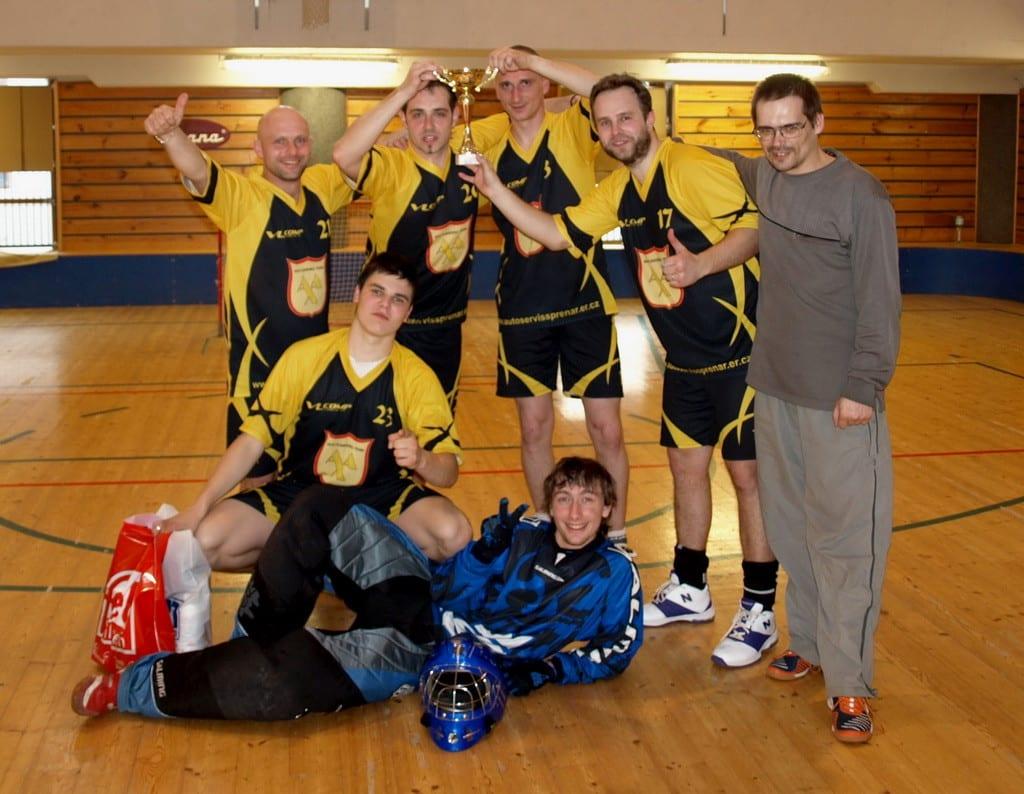 Florbalový tým v dresech Bison