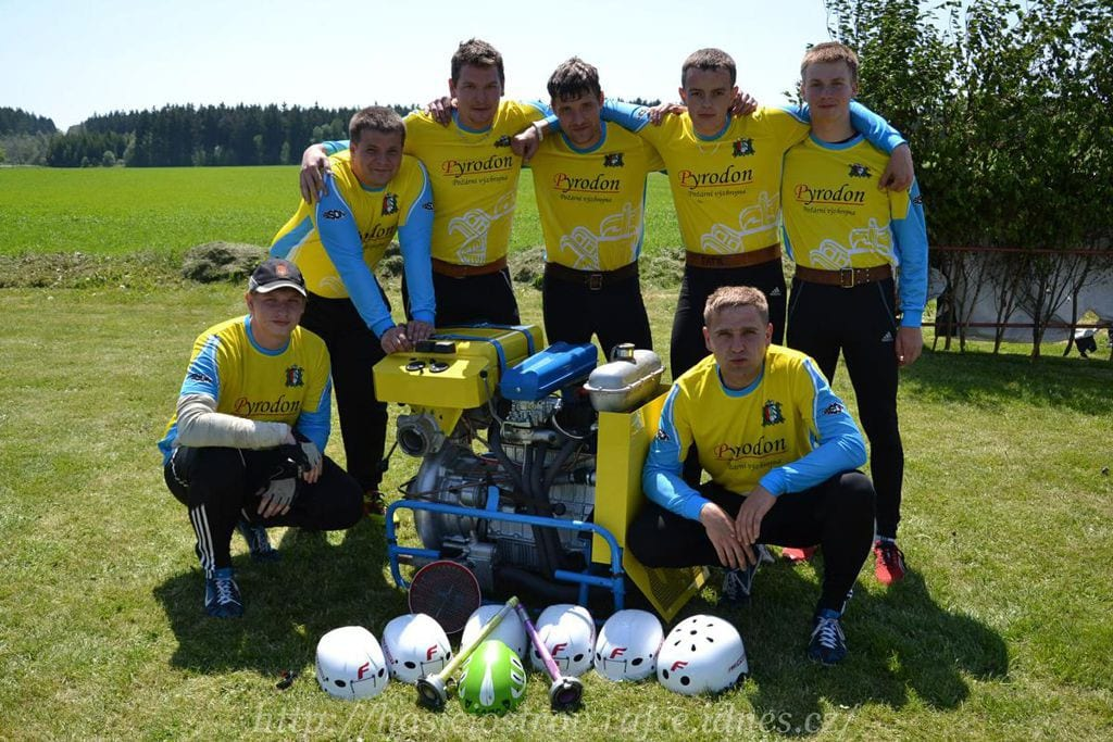 Foto týmů požárního sportu v dresech od českého výrobce dresů a týmového oblečení Bison sportswear
