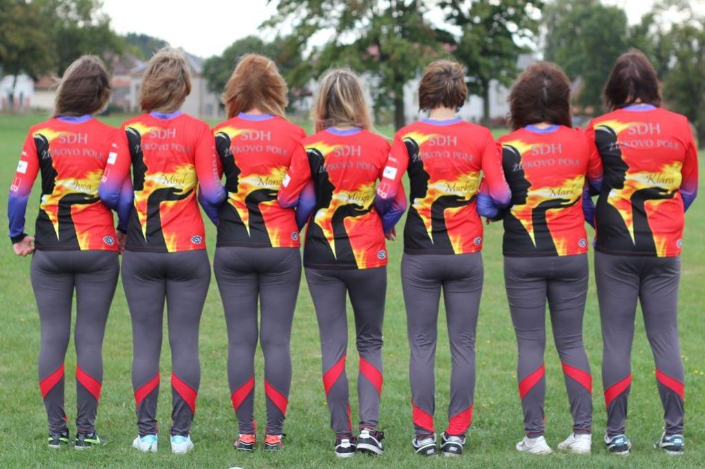 Foto týmů hasičského sportu v dresech od českého výrobce dresů a týmového oblečení Bison sportswear