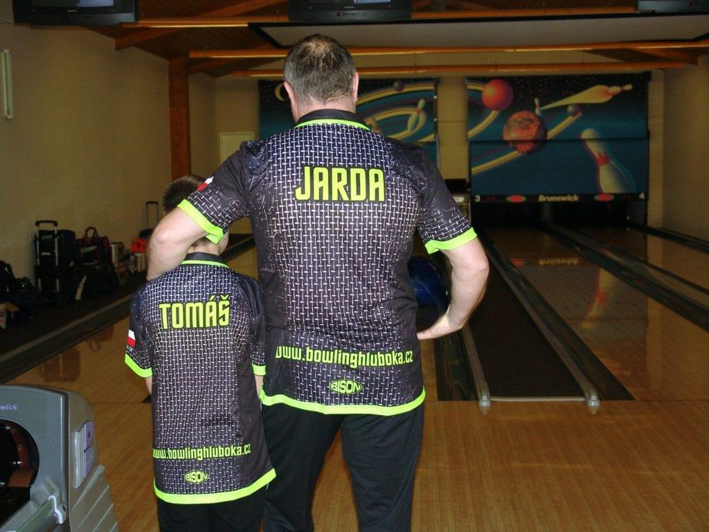 Tým kuželky - bowling v dresech od výrobce Bison Sportswear