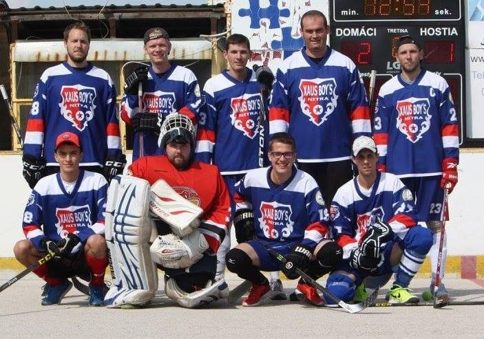 hokejbalový tým v dresech Bison Sportswear