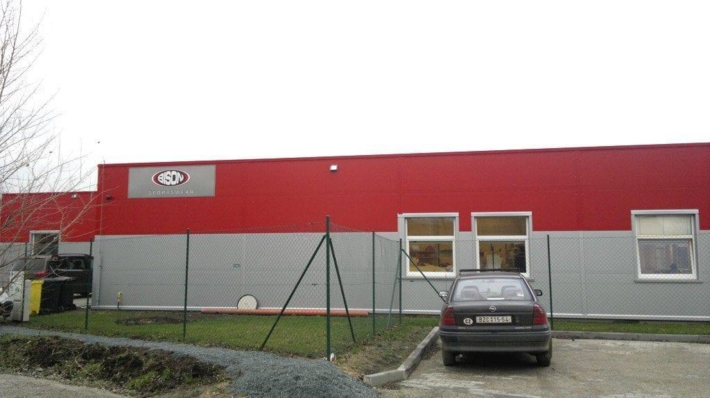Výrobní hala výrobce sportovních dresů a oblečení Bison Sportswear