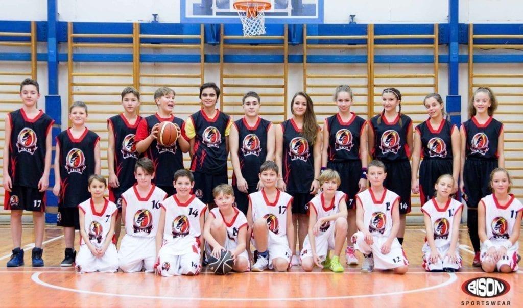 SKB Česká Třebová - basketbalový tým v dresech Bison Sportswear