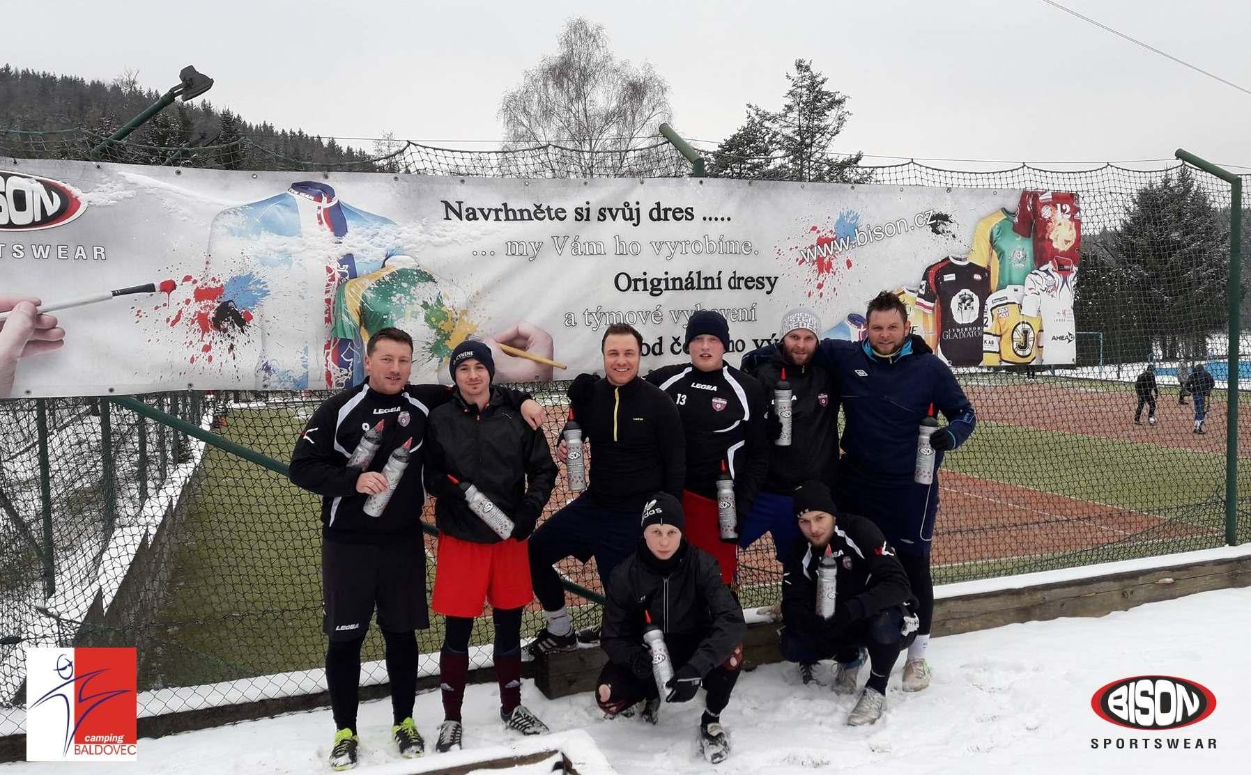 Týmové soustředění před sezónou s podporou Bison Sportswear, výrobce sportovních dresů na zakázku.