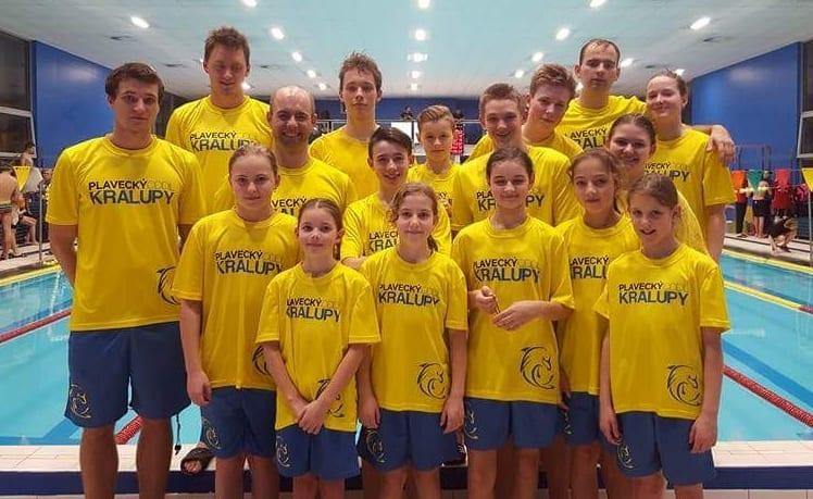 Plavecký klub Kralupy v oblečení Bison Sportswear.
