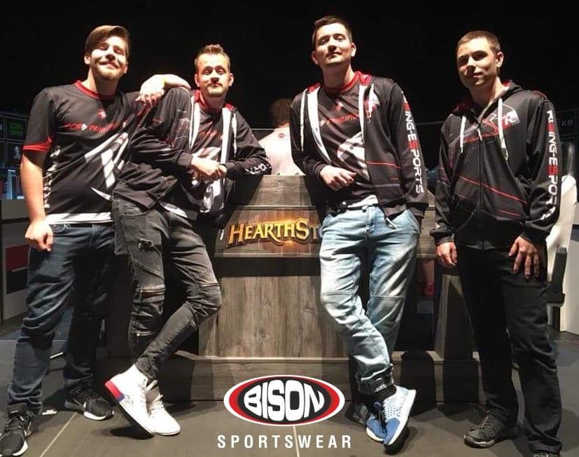 riSing eSports - tým esport v dresech Bison Sportswear.