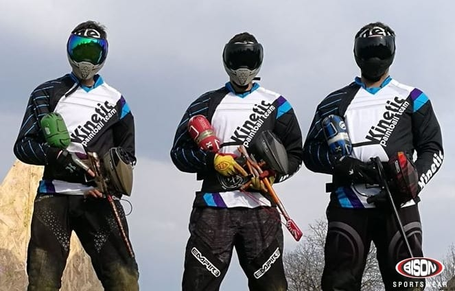 Paintball tým v dresech Bison Sportswear.